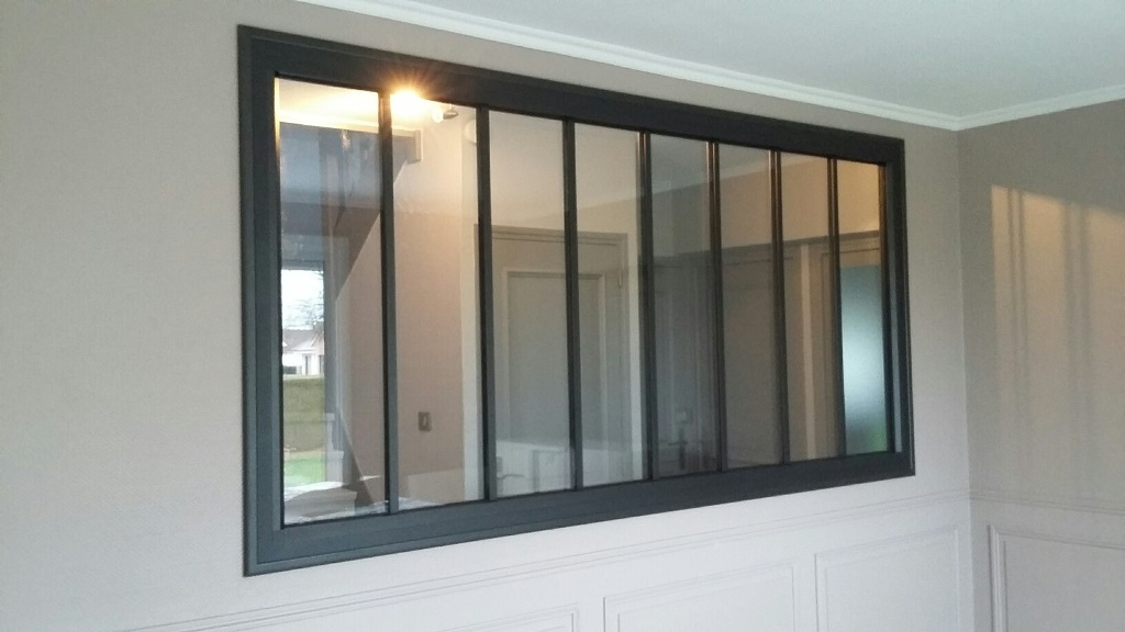 cloison vitr e style atelier en aluminium gris fonc. Black Bedroom Furniture Sets. Home Design Ideas