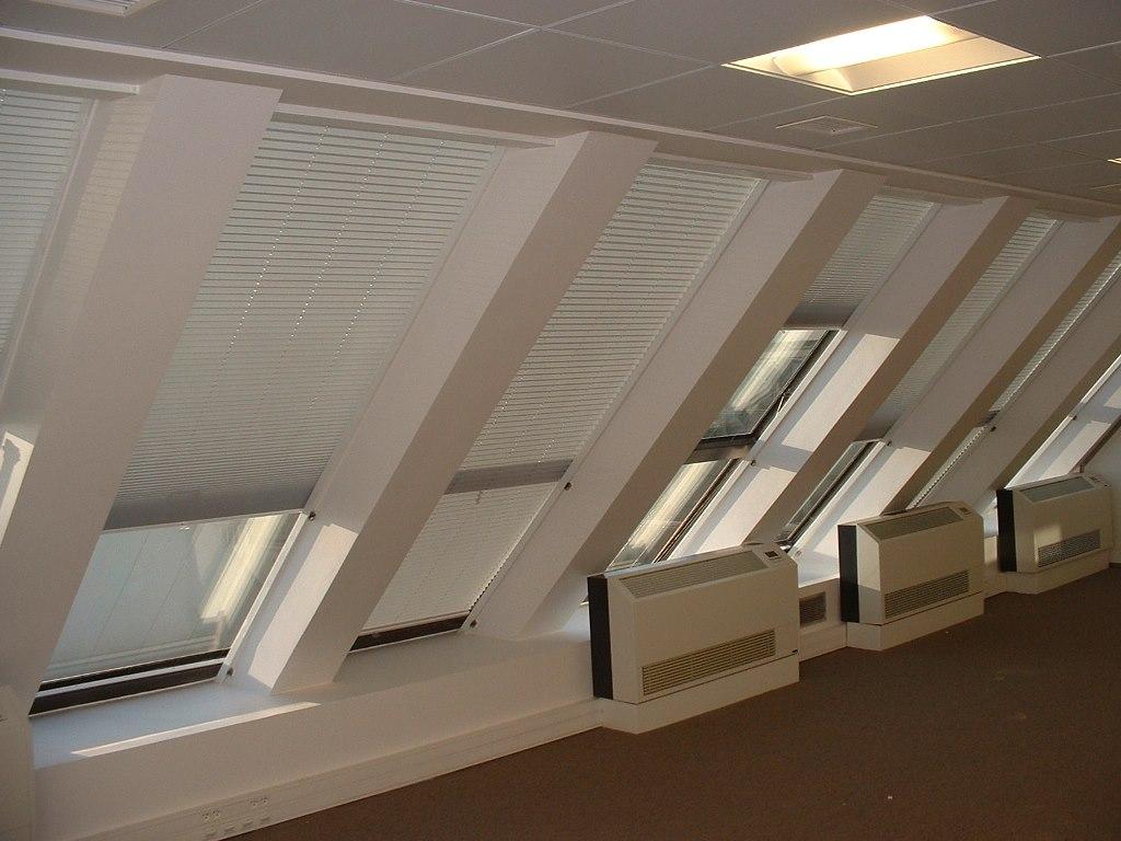 Stores fen tres de toit nicolas gand sarl - Store de fenetre de toit ...