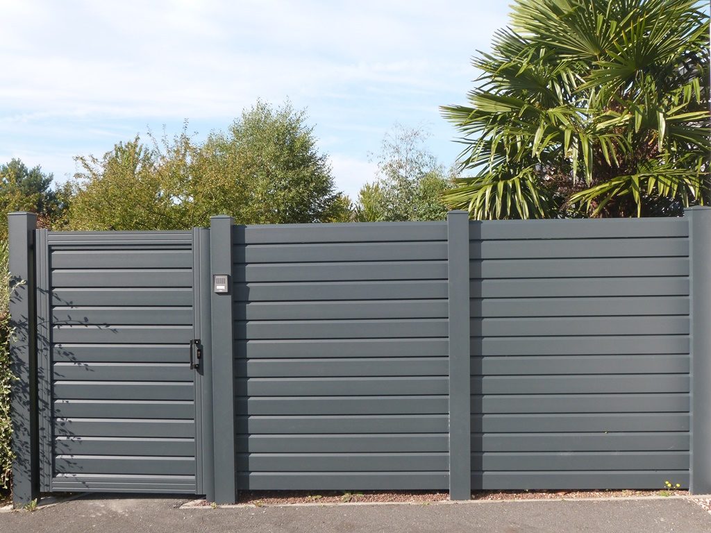 Portail pvc gris anthracite les derni res for Portillon pvc gris anthracite